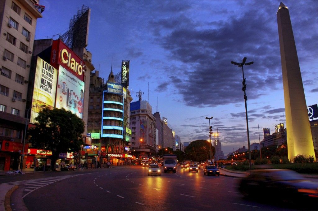 Buenos Aires, la 9 de Julio y el Obelisco de Noche