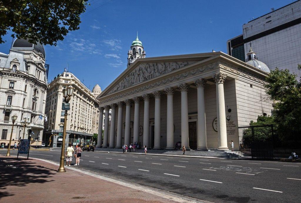 Catedral de Buenos Aires, frente a la Plaza de Mayo
