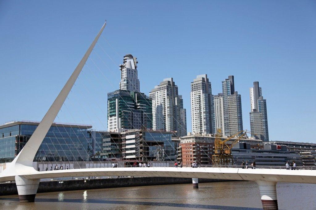 Puente de la Mujer en Puerto Madero, Buenos Aires