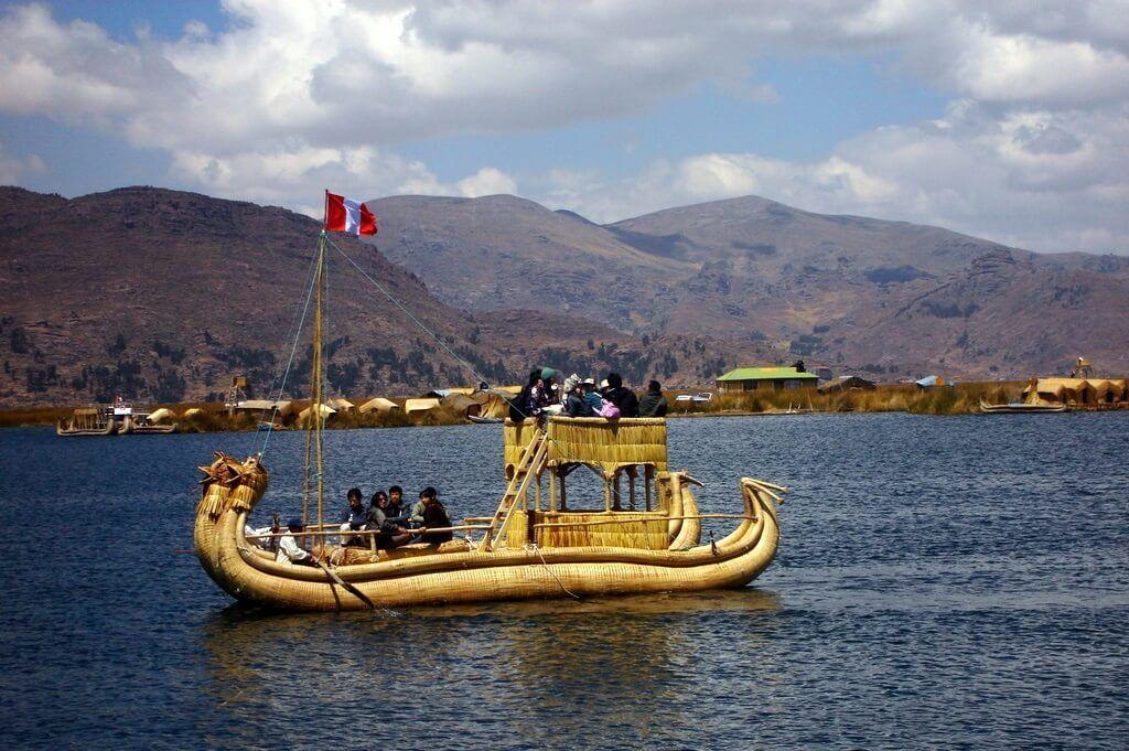 Embarcación en el lago Titicaca