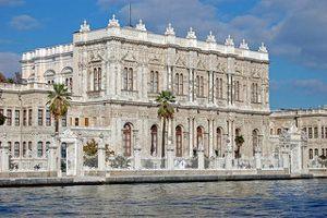 El palacio DOLMABAHCE es otra bella opción para ver en Estambul