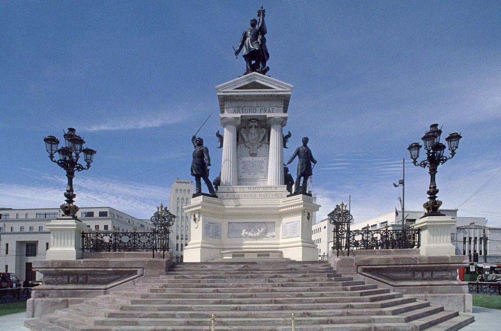 Monumento a Arturo Pratt en Valparaiso Chile