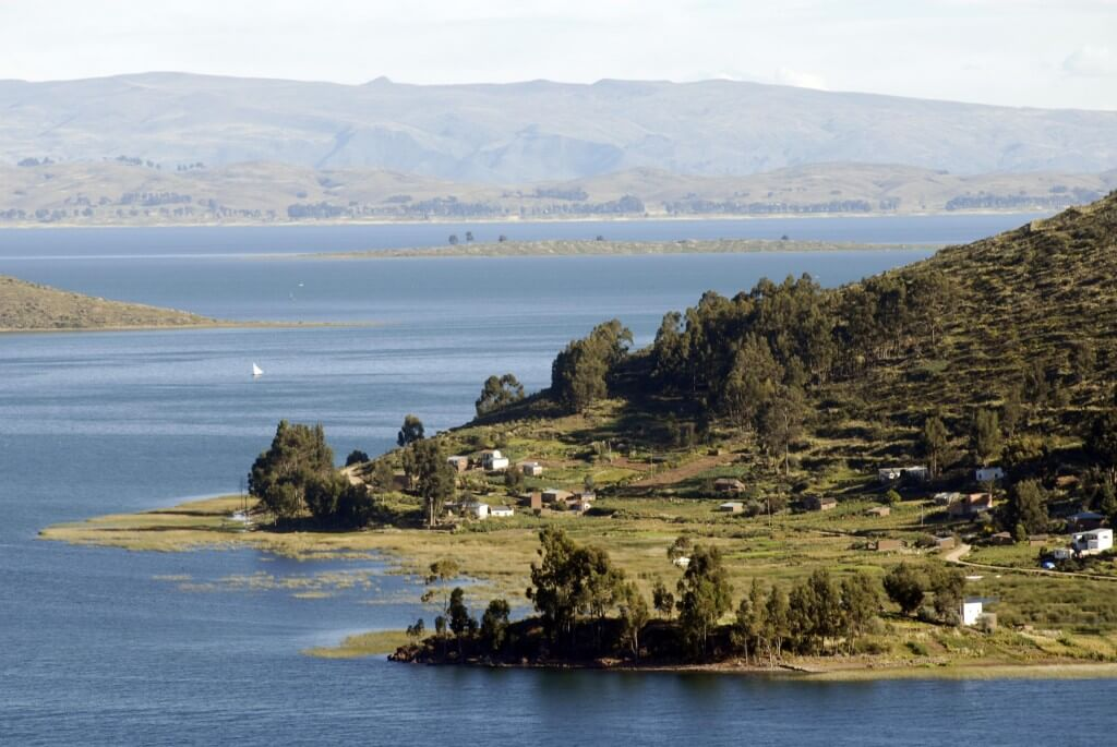 Orillas del Lago Titicaca en Bolivia