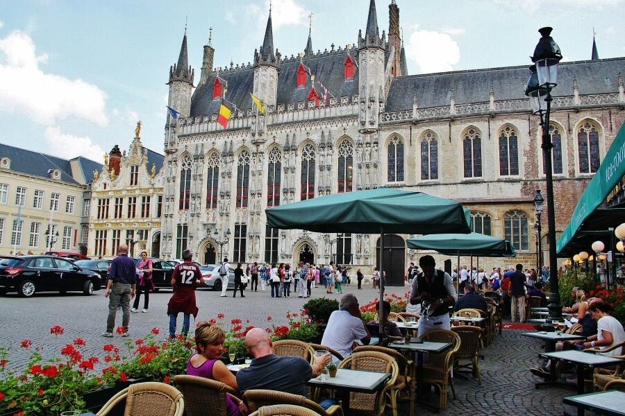 Ayuntamiento den la Plaza Burg de Brujas