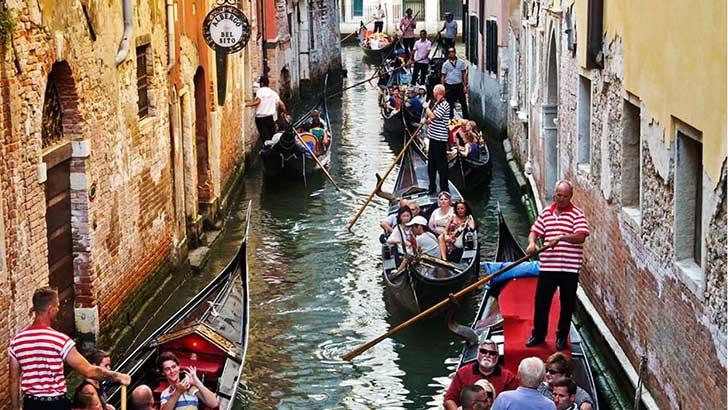 Canales de Venecia llenos de gente