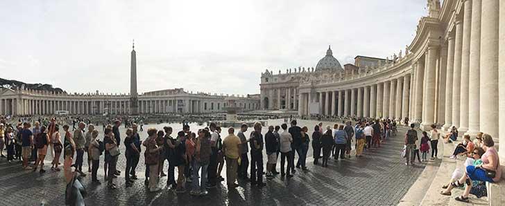 Largas filas en Vaticano